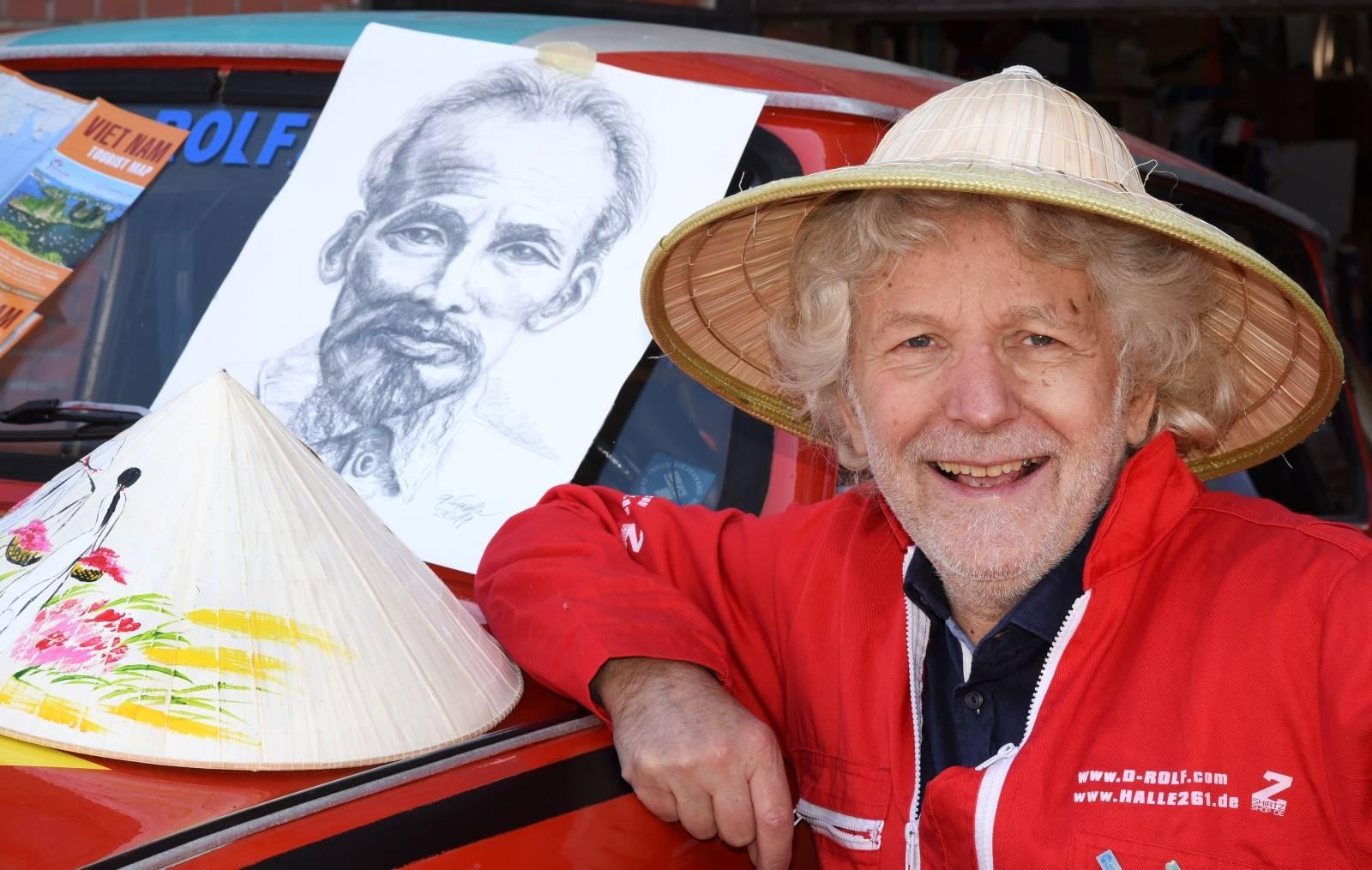 Drehorgel-Rolf prepares trip to Vietnam with Trabi