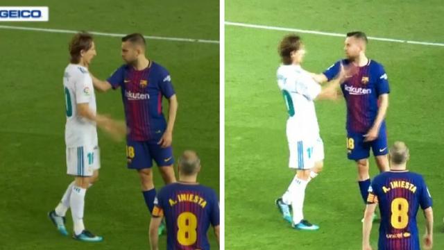 Modrić na rubu živaca: Alba ga uhvatio za vrat usred utakmice