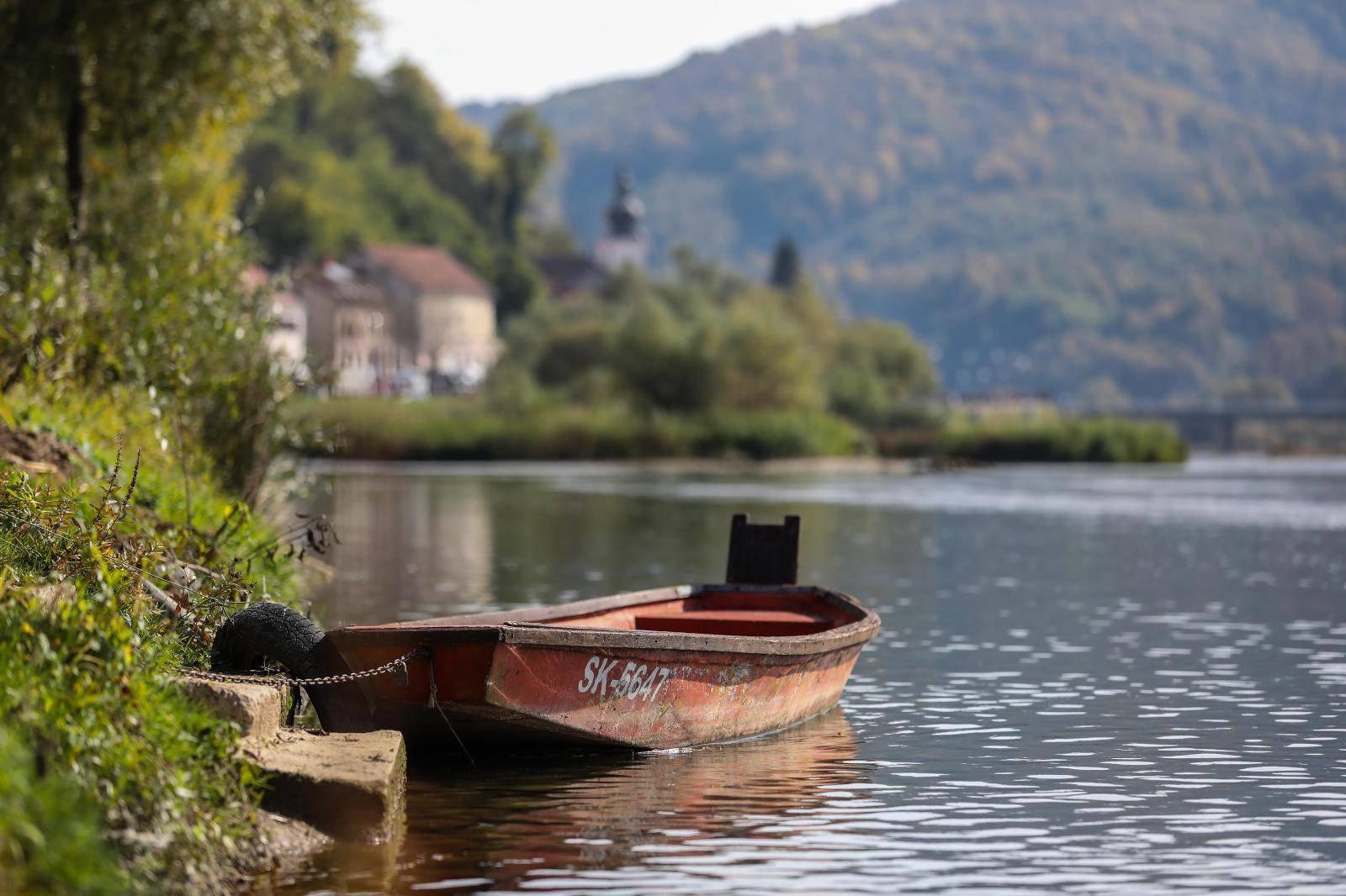 Rijeka Una - granica Hrvatske kostajnice i BiH