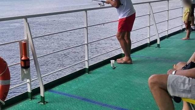 Kad je trajekt tako brz da ima vremena i za pecanje ribe