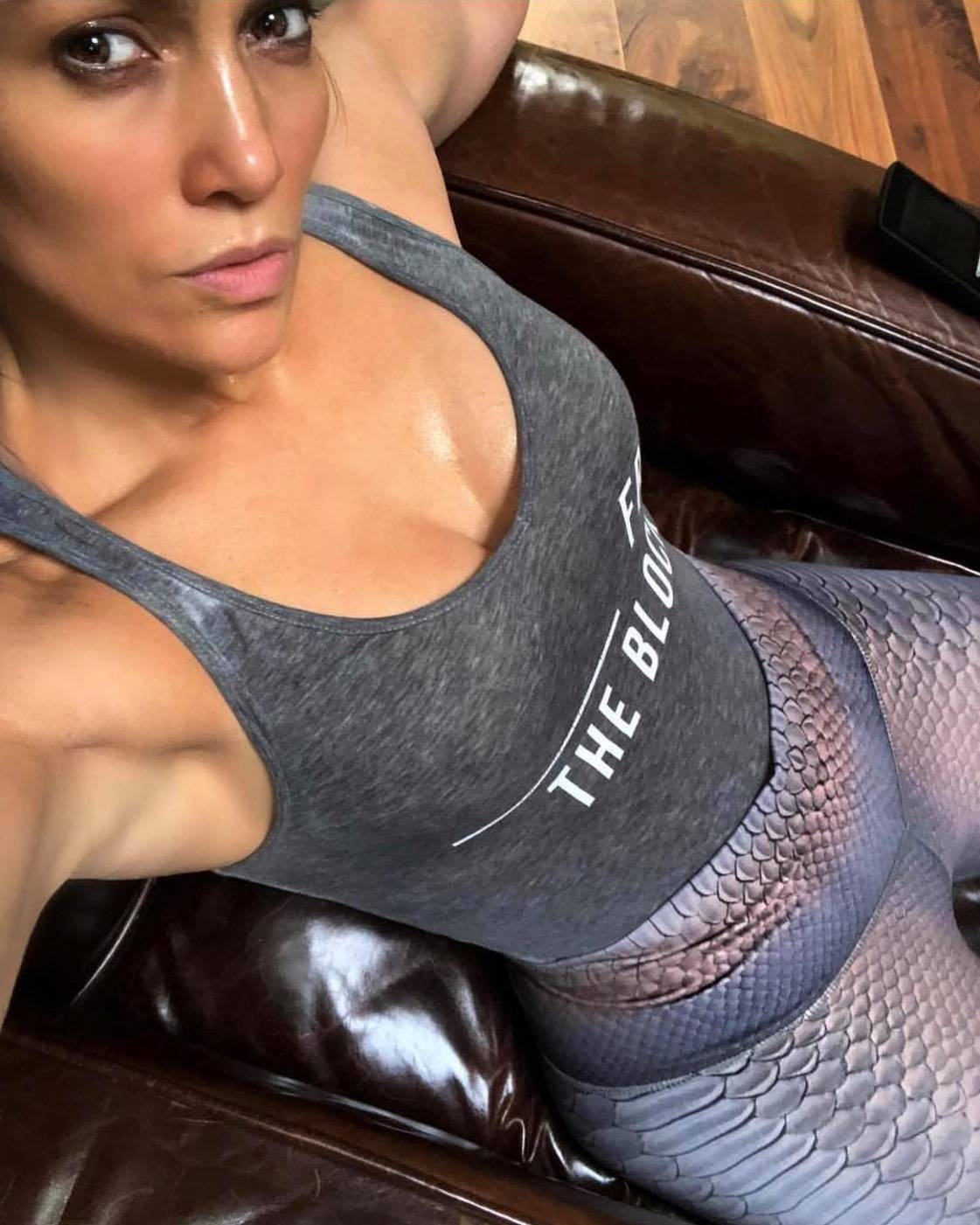 Prava bomba: Seksi Jennifer Lopez istaknula guzu tajicama