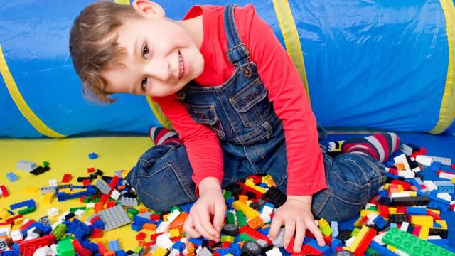 Lego kockica ispala dječaku iz nosnice nakon čak dvije godine