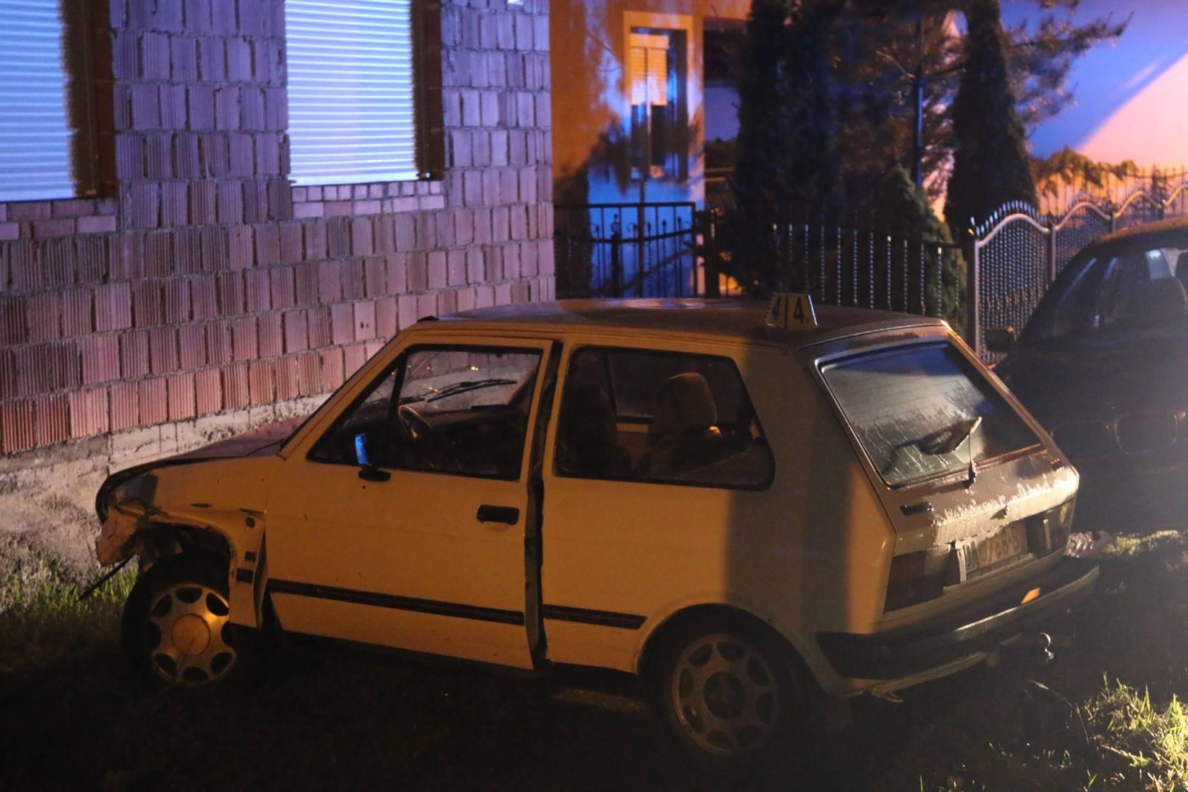 Yugo sletio s ceste i zabio se u BMW, vozač je teško ozlijeđen