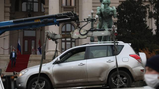"""The man P.B. broke the protective fence in front of the National Assembly of the Republic of Serbia with a Toyota rav 4 car, threatening """"ministers outside"""" with a stick in his hands, and previously called """"people to the streets"""" on his Facebook.Muskara"""