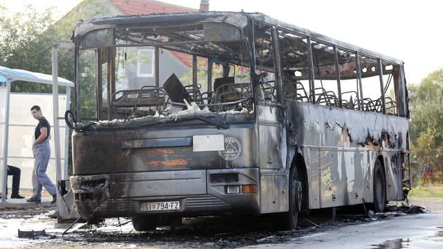 U blizini Drniša izgorio bus, nasreću nitko nije ozlijeđen