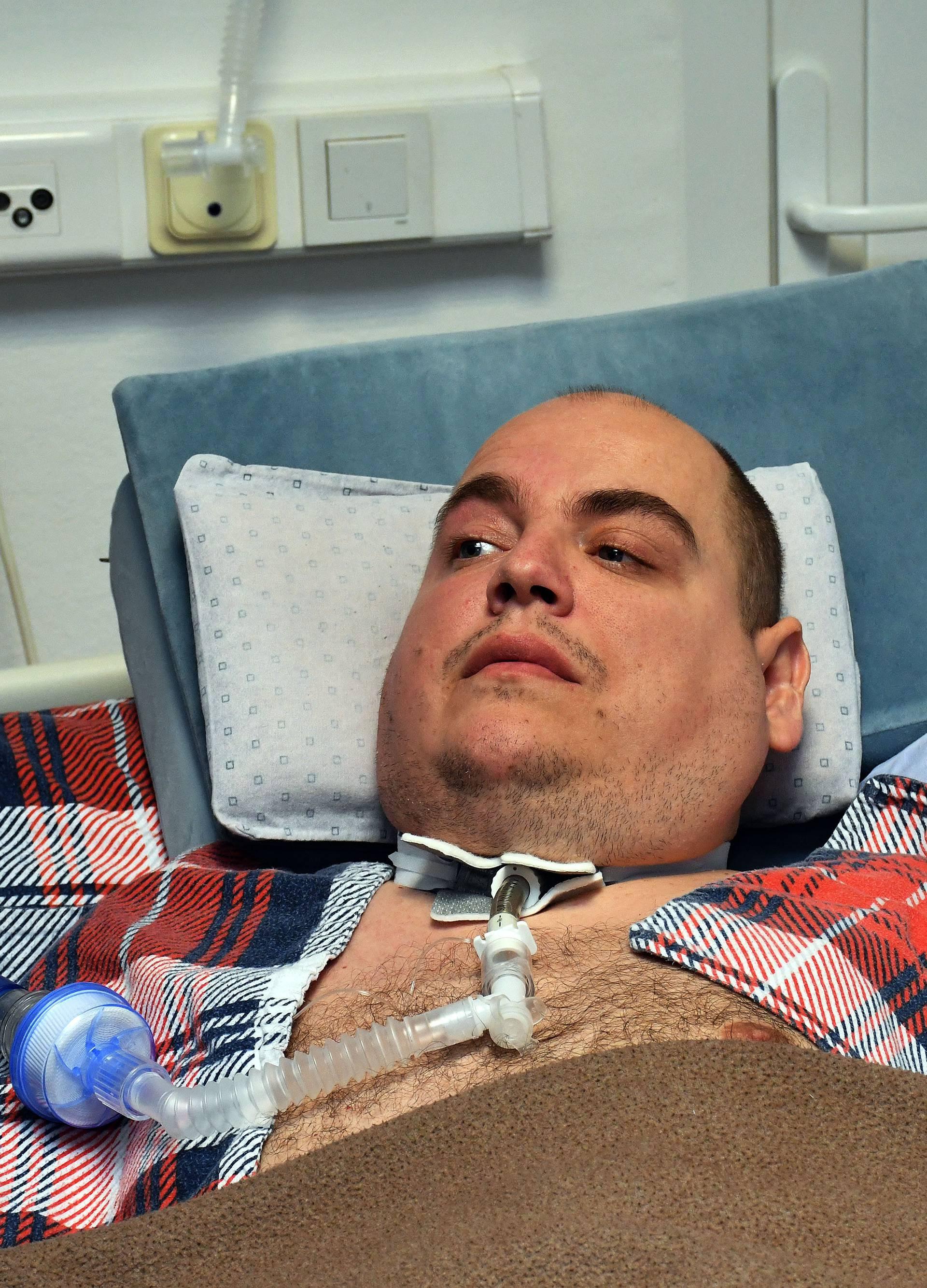 Slavonski Šamac: Ivan Prgomet dvije godine neuspješno traži da mu se dodijeli rezervni respirator