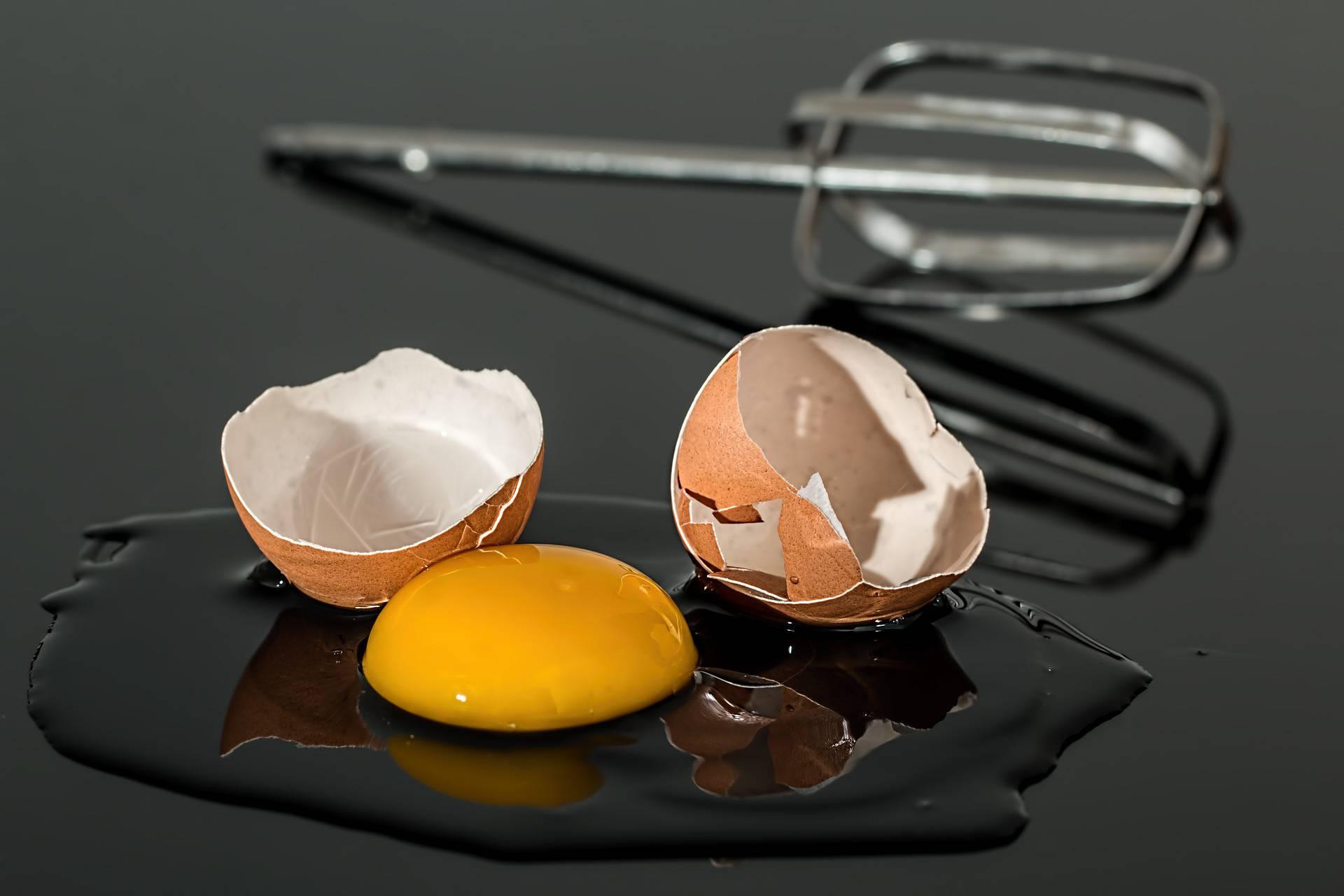 Dokazano najbolja metoda za razbiti svježe jaje bez nereda