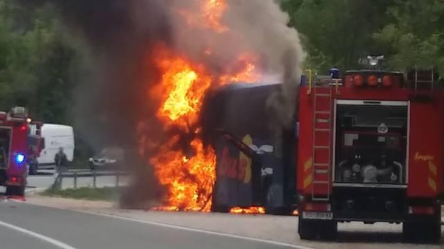 Autobus kod Plomina izgorio zbog kvara na instalacijama