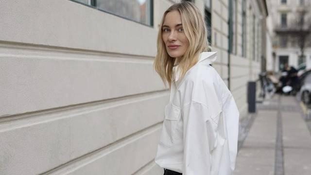 Super minimalizam: Čisto bijela košulja i crne komotne traperice