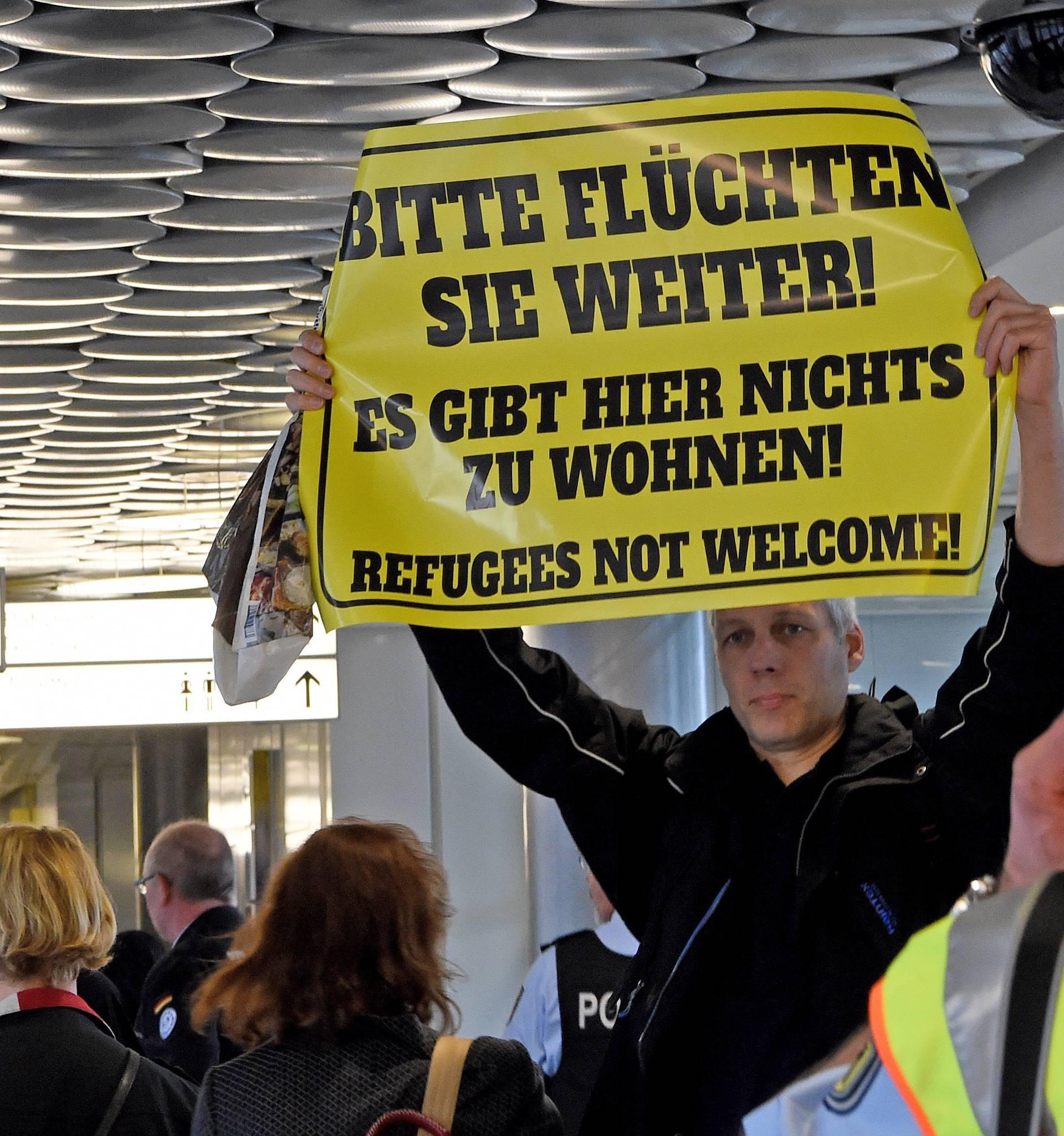 Prvi sirijski izbjeglice sletjeli u Njemačku, stigle su tri obitelji