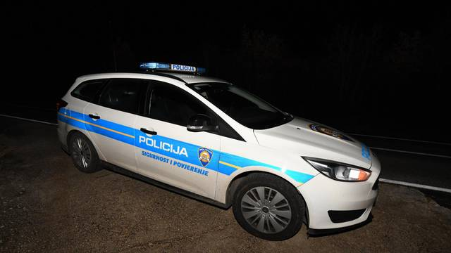 Muškarac (41) oteo djevojku (18) kod Zadra, bježao i udario u policijski auto: Ozlijeđen je