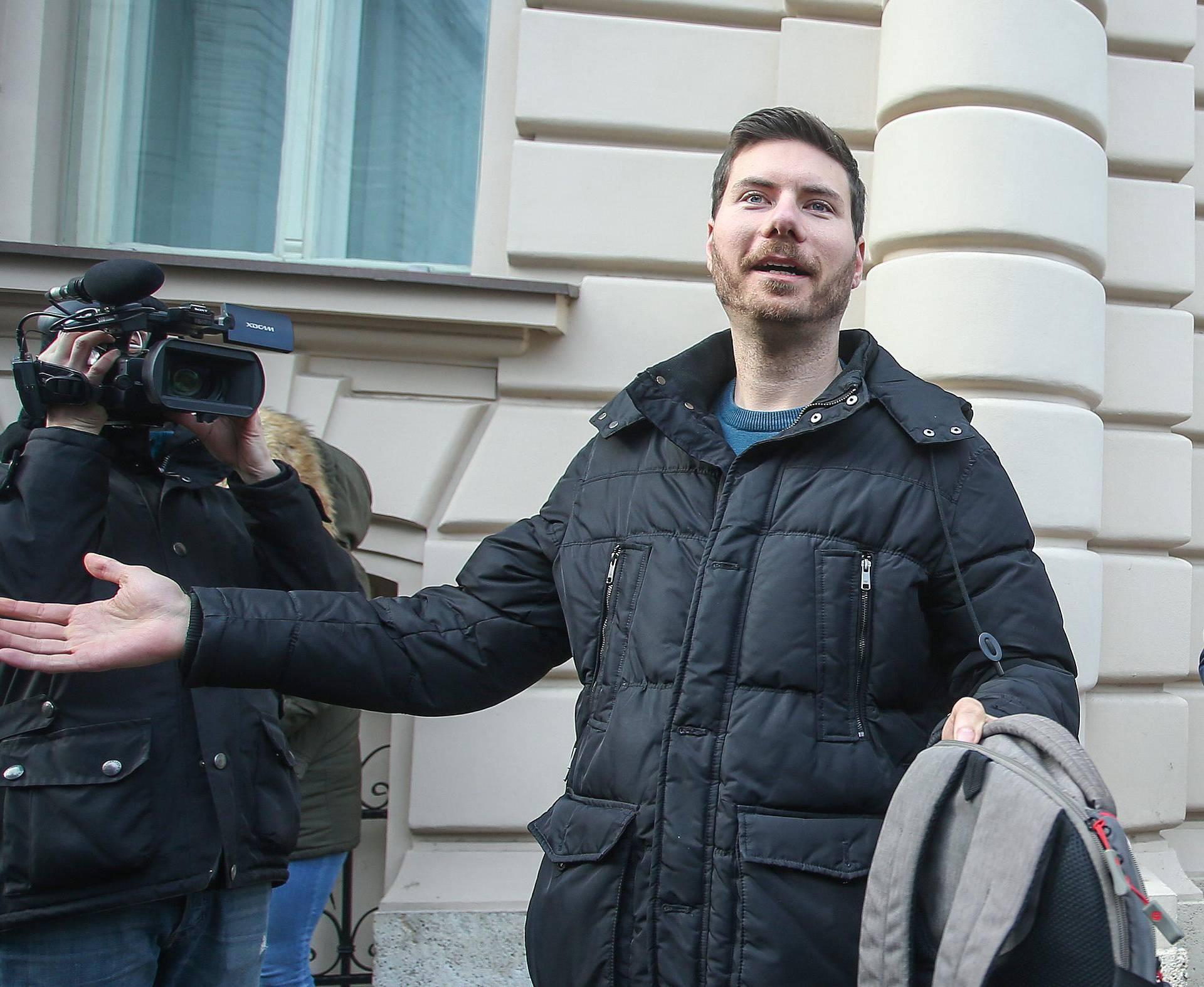 Zagreb: Ivan Pernar zbog prijave za nadriliječništvo došao je dati iskaz u DORH