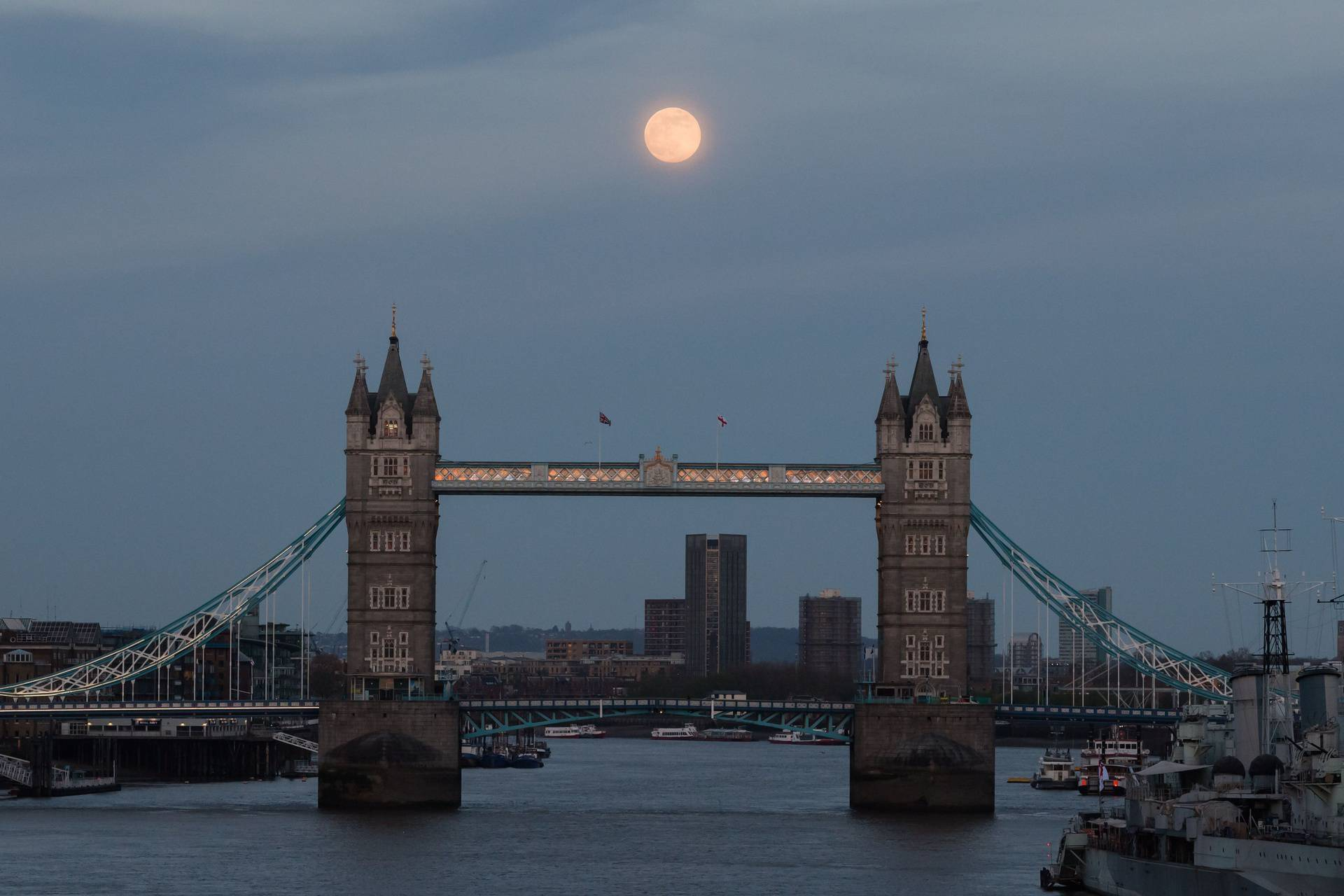 Pink Supermoon In London, United Kingdom - 26 Apr 2021