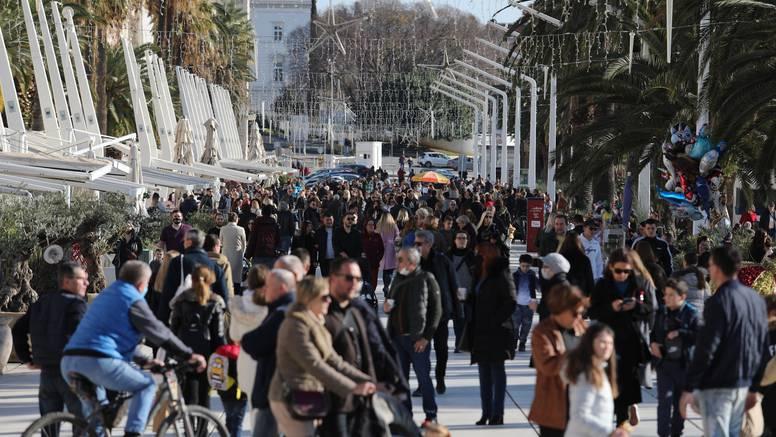 Split ruši rekorde umrlih, a riva krcata: Broj sprovoda raste, ali nedjeljna špica se ne propušta...