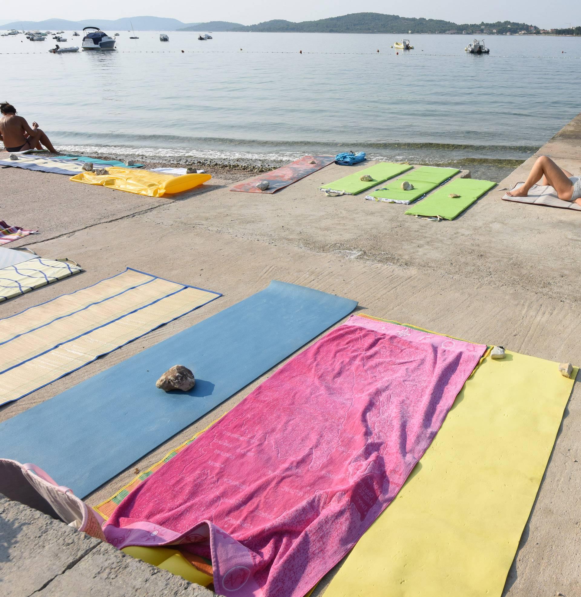 """Zapalili ručnike turistima koji """"rezerviraju"""" mjesto na plaži"""