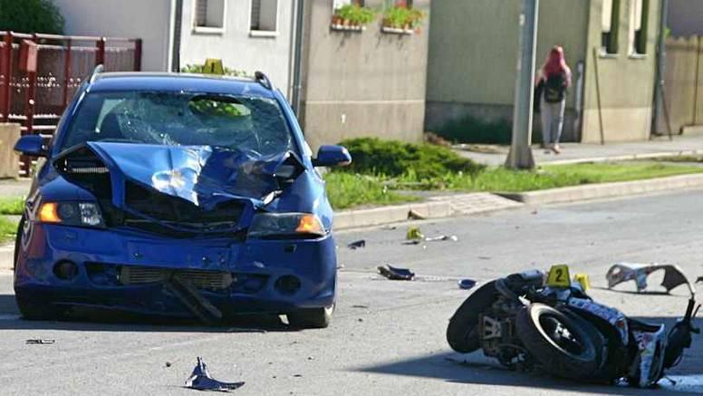 Dvije osobe ozlijeđene u sudaru automobila i skutera