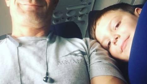 Dječak autist koji je  putovao sam dobio najboljeg 'susjeda'