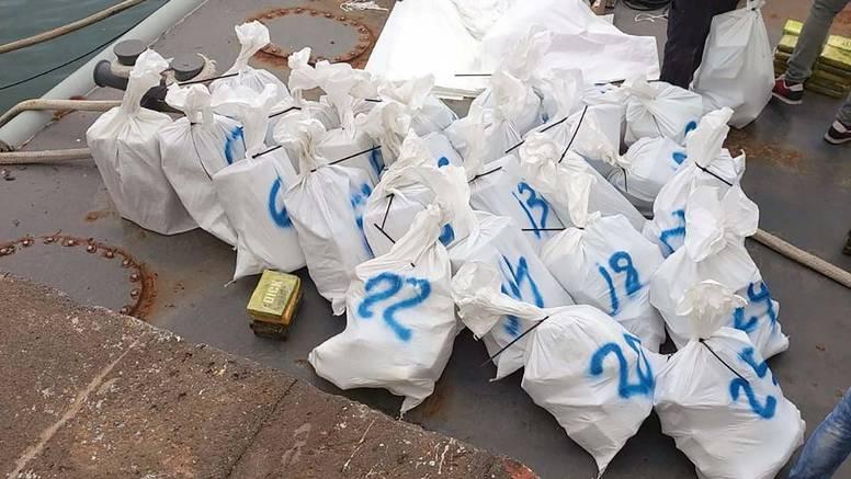 Srbi krijumčarili kokain: Imali su 800 kila droge na jedrilici