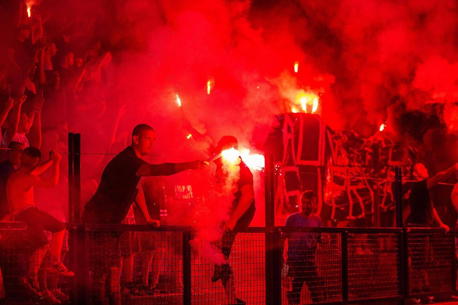 Huligani su u Osijeku ozlijedili osam policajaca! Jedan uhićen