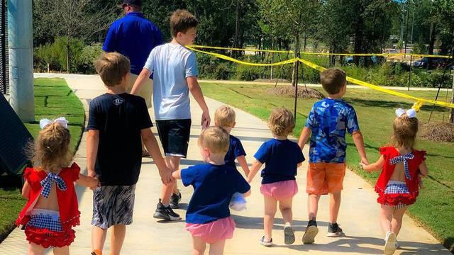 Nosila je šestorke i pozvala sve da mole za njih, pogledajte ih danas - vesela su i zdrava djeca