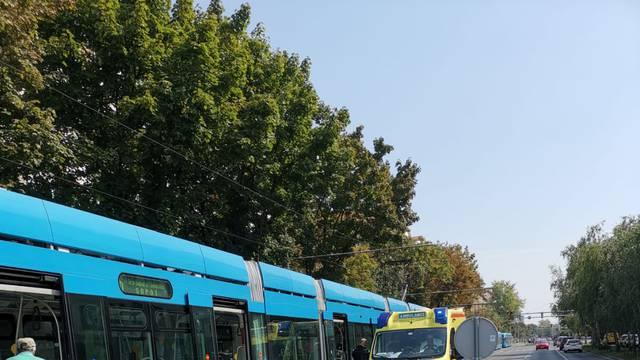 Nesreća u Zagrebu: Sudarili se taxi i tramvaj, dvoje ozlijeđeno
