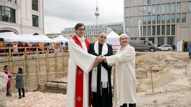 """Grundsteinlegung für das Mehrreligionengebäude """"House of One"""""""