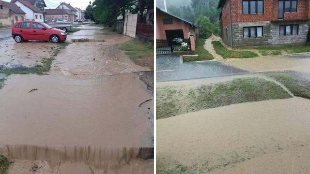 Bujice u Rešetarima poplavile kuće i ceste, načelnik: 'Kanali tu količinu nisu mogli podnijeti'