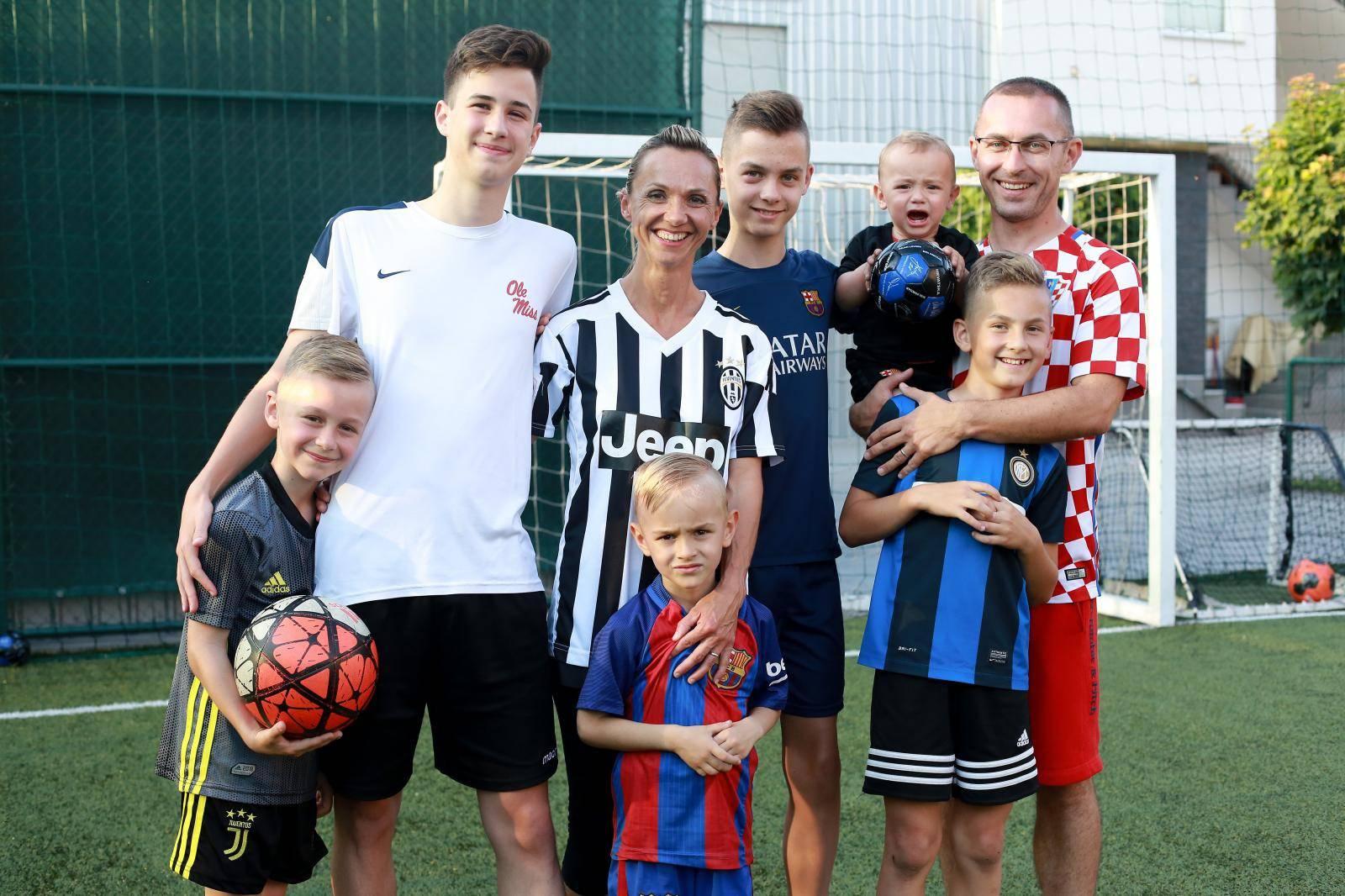 Mirela i njenih 7 nogometaša: 'Za ručak trebamo 3 kile mesa'