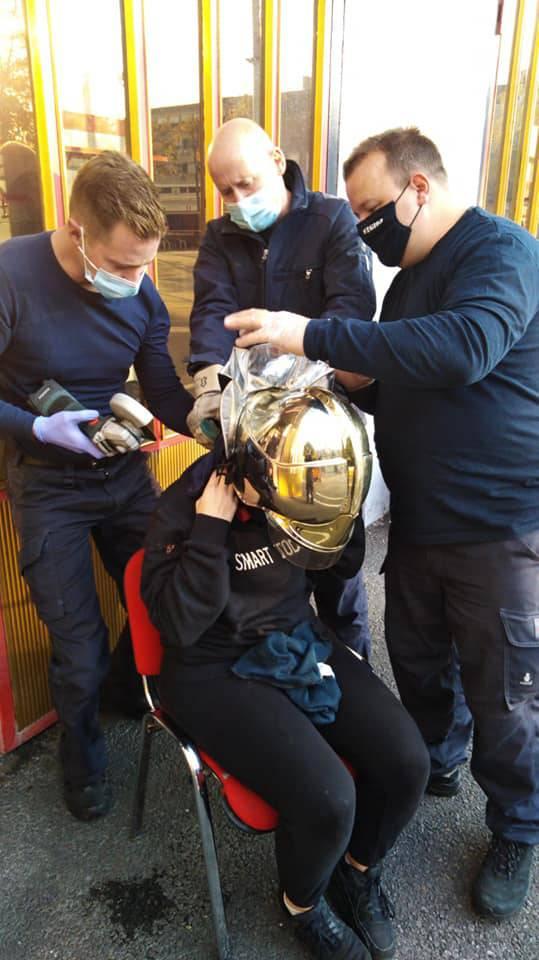 Lokot za bicikl stavila oko vrata, ali se zaglavio ključ, pa su joj ga vatrogasci skinuli brusilicom