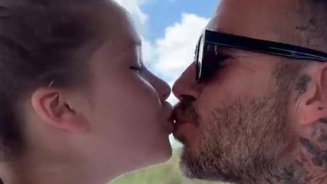 David Beckham opet ljubi kći u usta: Odvratni ste, prečudno je