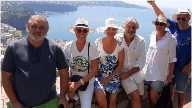 Brena ne miruje: S prijateljima i Bobom 'skoknula' do Sardinije