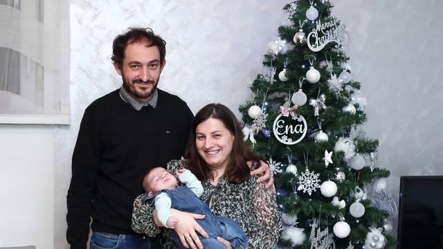 Mali Jona je konačno doma za Božić s mamom i tatom: 'Ovo je za nas poput najljepše bajke'