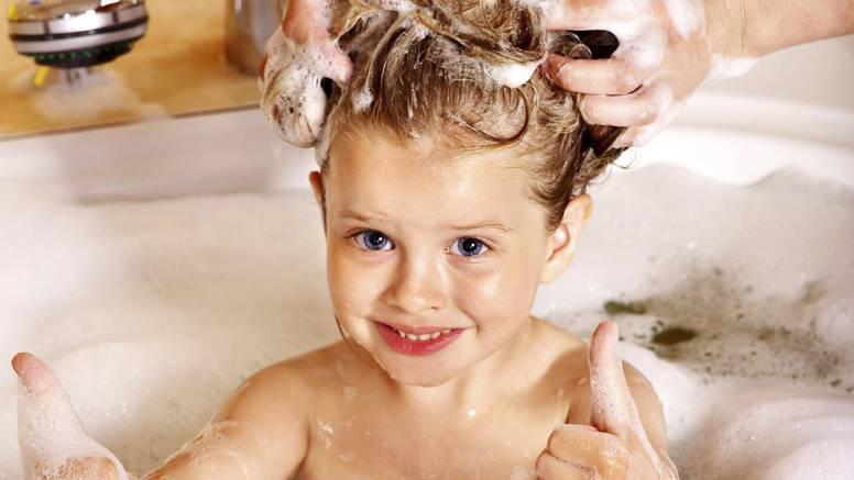 Dijete vam ima uši? Recept kako napraviti šampon i sprej