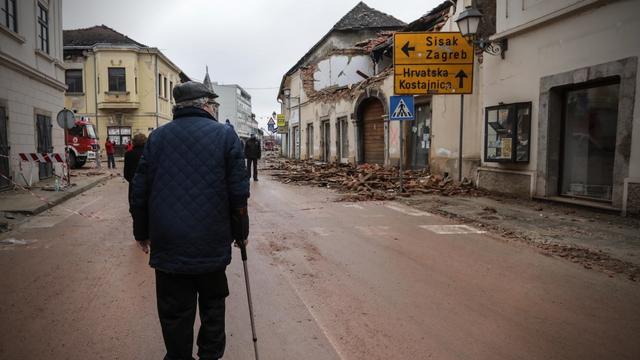 Bijeli Passat, Rade na broju 99, kruh za Kruhoviće, djeca na sigurnom i kuće od trulih greda