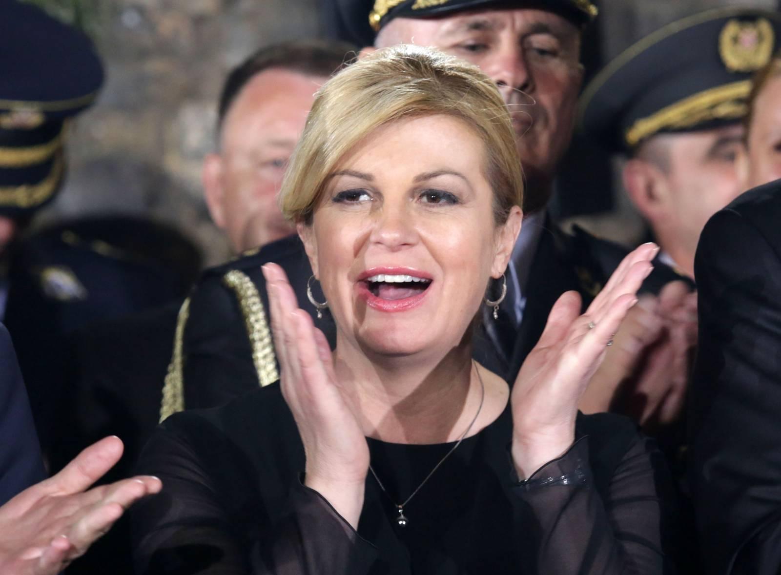 Knin: Predsjednica zapjevala na svečanom prijemu za ratne zapovjednike