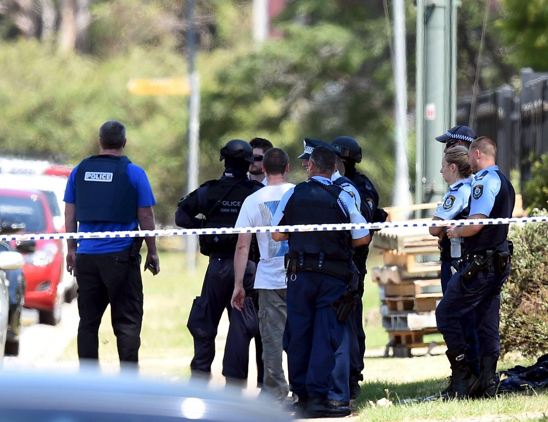Strava: Autom pregazio ženu i sedmero učenika pa pobjegao