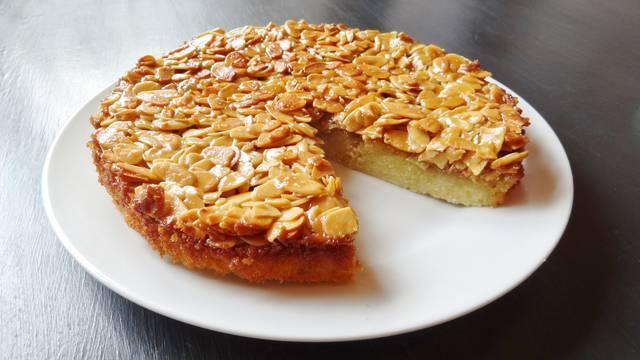 Švedski kolač s bademima kao desert nakon nedjeljnog ručka