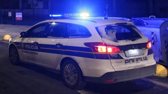 Mrtvu ženu (62) pronašli su sinoć u parku u središtu Siska