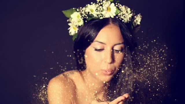 Oprez sa šminkom! Od šljokica možete dobiti alergiju na hranu