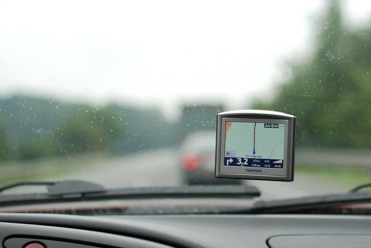 Vjerovao GPS-u, a ne vlastitim očima pa autom sletio u rijeku