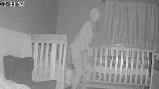 Baka postavila kameru u dječju sobu i uočila 'rogatog demona' kako stoji iznad kreveta unuke