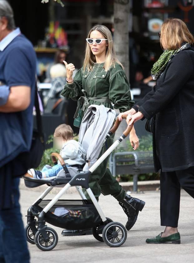Franka je sa svekrvom Anđom izvela sinčića u šetnju gradom