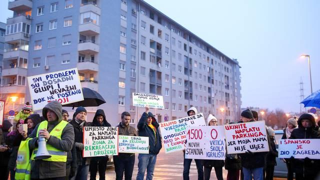 Zagreb: Stanovnici Åpanskog blokirali zebru u znak prosvjeda protiv naplate parkiranja