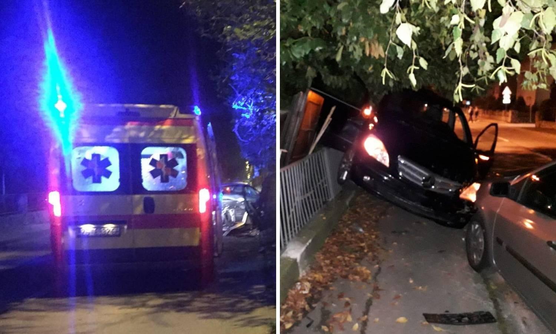 Čulo se poput eksplozije: Auto od udarca završio na ogradi