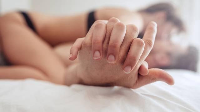 Tajna bliskosti u ljubavnoj vezi: Dragi, molim te upali svjetlo...