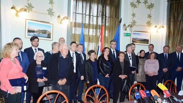 Hrvatska Kostajnica: Potpisani Ugovori o darovanju nekretnina u trajno vlasništvo