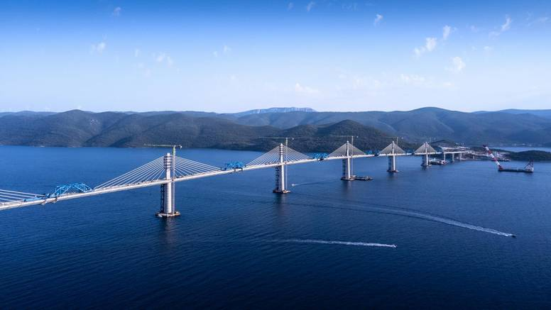 Zadnji dio Pelješkog mosta će spojiti danas: 'Naša zemlja sad konačno spaja svoj teritorij'