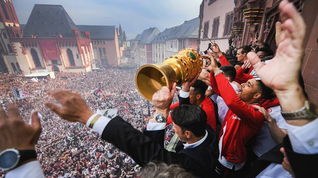 Eintracht Frankfurt wins German DFB Cup final