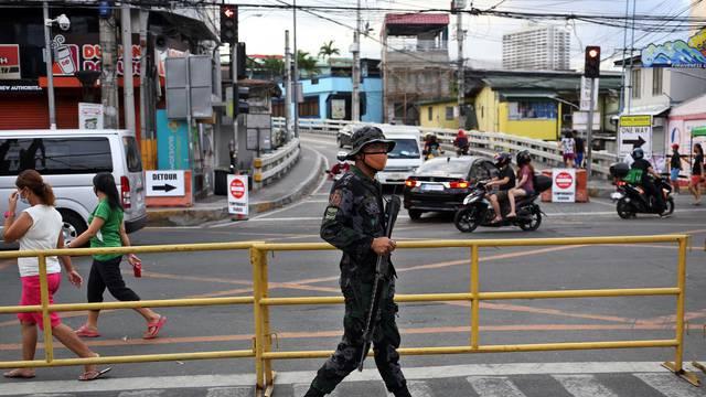 Muškarca s Filipina policija kaznila s 300 čučnjeva jer je kršio policijski sat. Umro je
