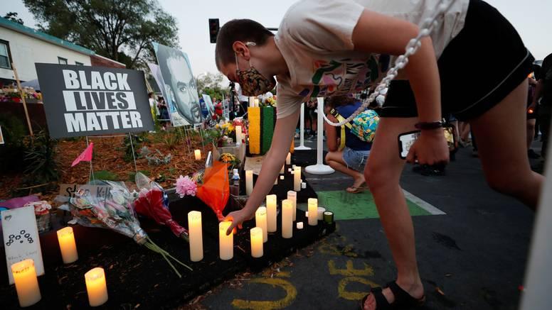 Pucali na godišnjicu smrti Georgea Floyda: Na videu se čuje da su ispalili 30 metaka